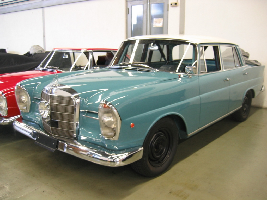 Mercedes benz classic cars classic automobiles for Mercedes benz classic cars