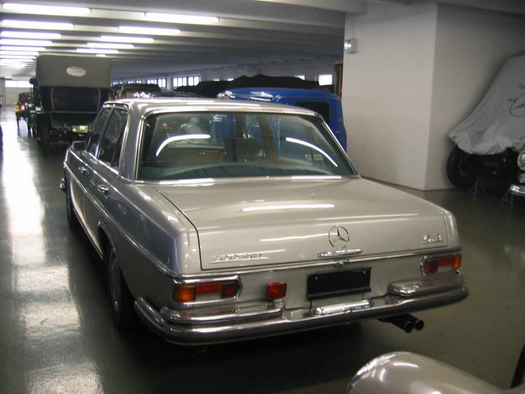 Mercedes benz classic center germany for Mercedes benz classic center germany