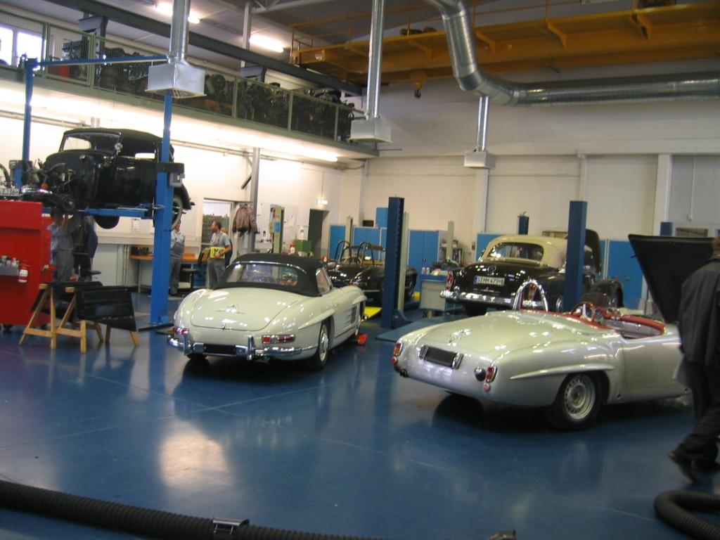 Mercedes benz classic center stuttgart germany for Mercedes benz training center